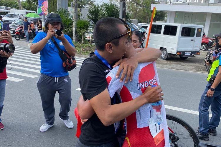 Pebalap sepeda Indonesia, Aiman Cahyadi menjadi yang tercepat di cabang olahraga (cabor) balap sepeda nomor individual time trial putra. Bertanding di Praying Hands Monument, TICC, Tagaytay City, Filipina pada Kamis (5/12/2019), Aiman mengalahkan 10 pebalap lainnya.