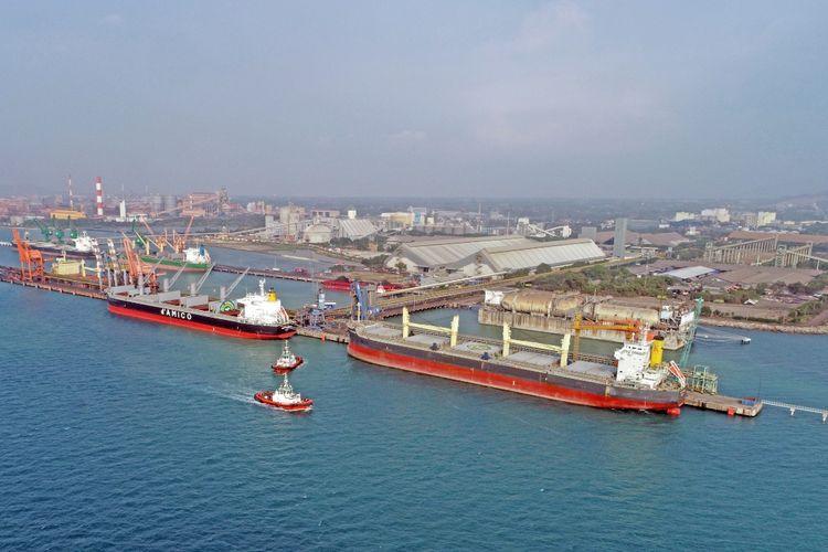Pelabuhan Cigading merupakan pelabuhan curah kering terbesar dan terdalam di Indonesia dengan kompleks pergudangan terbesar di Asia Tenggara (ASEAN).