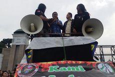 Saat Ojol Menyela Orasi Sufmi Dasco di Depan Gedung DPR...