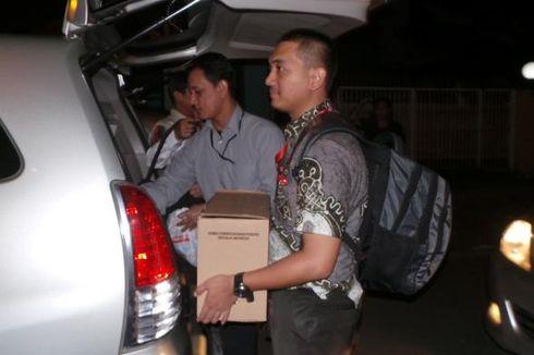 5 Jam Geledah Kantor Hotma Sitompoel, KPK Angkut 3 Kardus