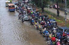 Antisipasi Banjir, SDA Kalideres Angkut Sedimen hingga Siapkan Pompa