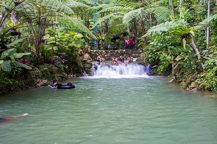 Kolam pemandian alami di Ekowisata Sungai Mudal yang airnya begitu sejuk dan menyegarkan.