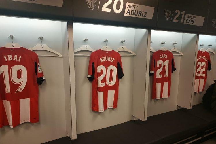Penampakan salah satu sudut ruang ganti pemain Athletic Bilbao di Stadion San Mames, Bilbao, Spanyol.