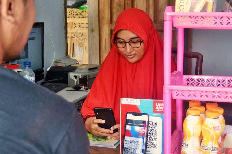 Pelaku usaha mikro kecil dan menengah (UMKM) terpilih tengah melakukan simulasi sistem New Online Single Submission (OSS) Berbasis Risiko, hasil kerja sama PT Bank Rakyat Indonesia (BRI) bersama Badan Koordinasi Penanaman Modal (BKPM).