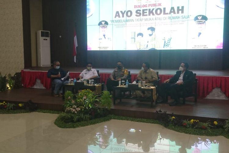 Dialog publik yang diselenggarakan oleh LP2M Unej dan PWI Jember di pendopo wahyuwibawagraha Rabu (7/4/2021)