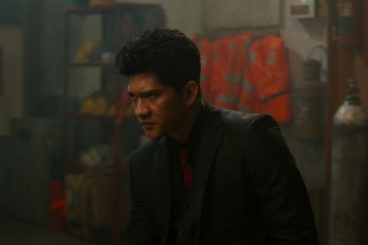 Artis peran Iko Uwais berperan sebagai Arian, seorang tokoh antagonis dalam film The Night Comes for Us.