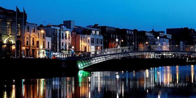 Seusai matahari tenggelam di Dublin, Irlandia.