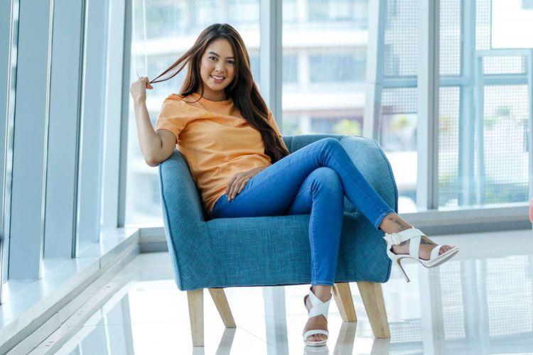 Aktris Aurelie Moeremans berpose saat promosi film Menunggu Pagi di Menara Kompas, Jakarta, Selasa (2/10/2018). Film yang berkisah tentang drama percintaan tersebut disutradarai oleh Teddy Soeriatmadja dan dijadwalkan rilis pada akhir 2018 mendatang.