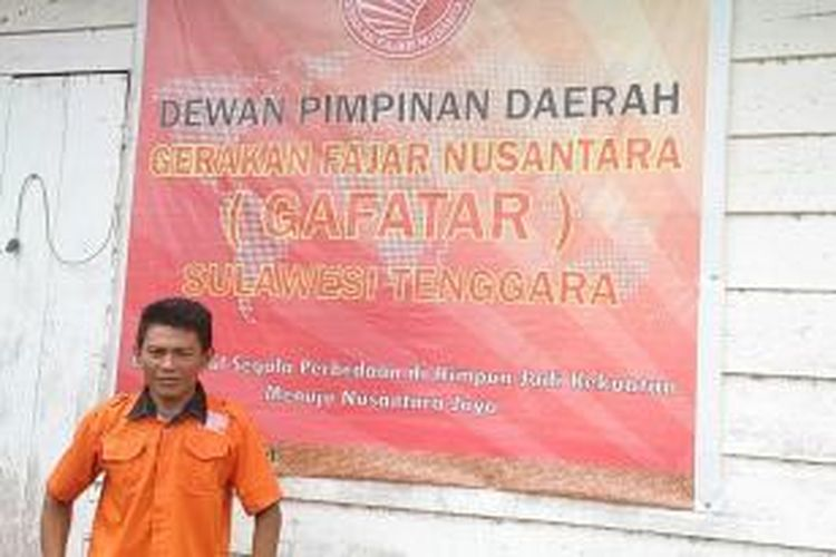 Sekretaris Gerakan Fajar Nusaantara (Gafatar) Sultra, Nasruddin Majid di depan kantornya di Kendari.