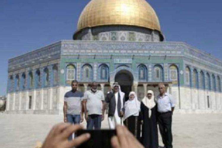 Sekitar 500 warga Gaza beribadah di Masjid Al-Aqsa saat perayaan Hari Raya Idul Adha.