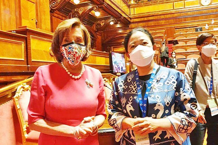 Ketua Dewan Perwakilan Rakyat (DPR) Republik Indonesia (RI) Puan Maharani bersama Ketua DPR Amerika Serikat (AS) Nancy Pelosi dalam acara Seventh Group of 20 (G20) Parliamentary Speakers? Summit (P20) di Palazzo Madama, Gedung Senat Italia, Roma, Italia, Kamis (7/10/2021).