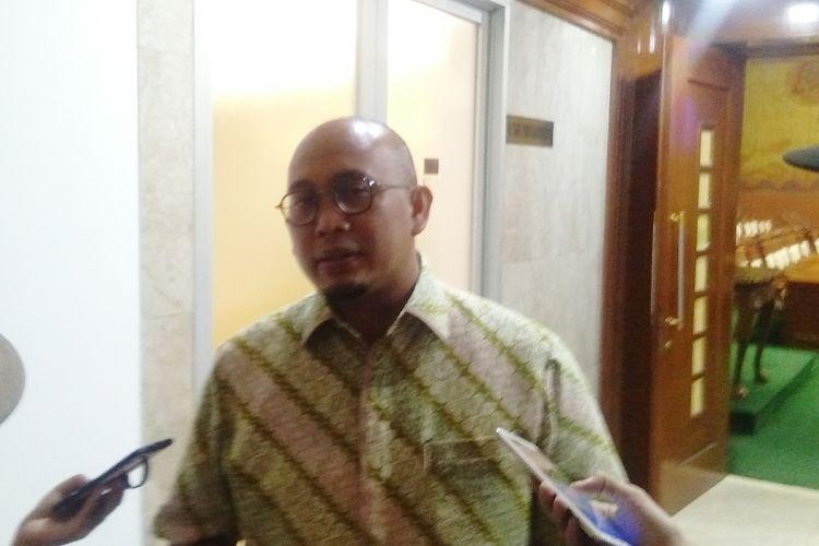 Anggota Komisi VI DPR RI yang juga tergabung dalam Panja, Andre Rosiade menyampaikan keterangan pers kepada awak media, di Gedung DPR, Jakarta, Kamis (23/1/2020).