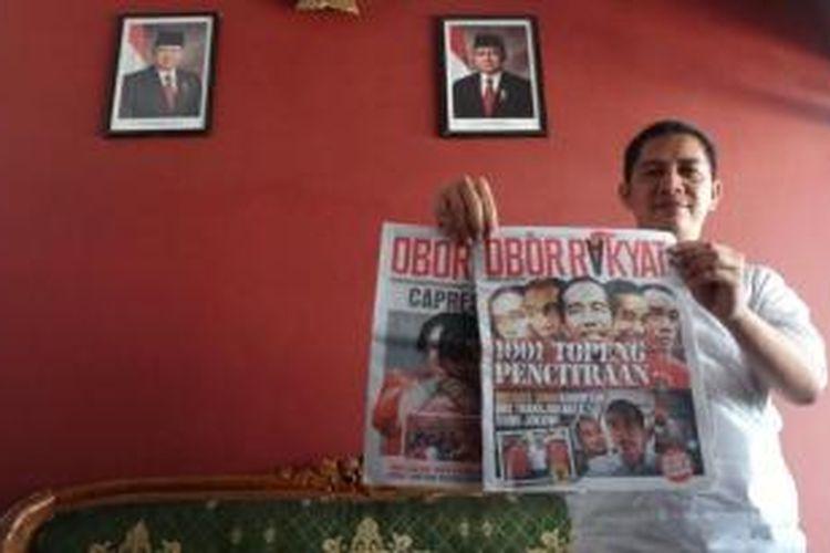 Ketua Panitia Pengawas Pemilu (Panwaslu) Kabupaten Jember, Jawa Timur, Dima Akhyar, menunjukkan tabloid obor rakyat yang beredar di sejumlah pesantren, Rabu (11/6/2014)
