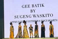 Koleksi Busana Sugeng Waskito dengan Motif Batik Abstrak