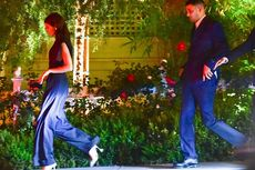 Tampilan Seksi Kendall Jenner dengan Jumpsuit dan Hi-heels Tumit Unik