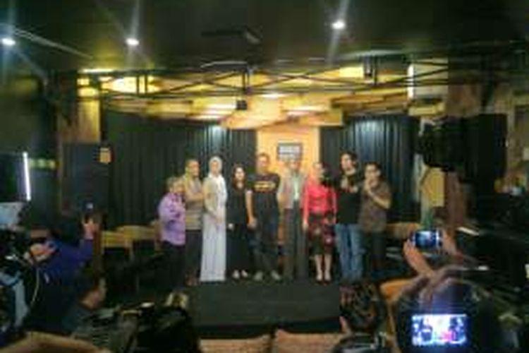 Calon gubernur DKI Agus Harimurti Yudhoyono mendapat dukungan dari kalangan artis dari partai pendukung calon nomor pemilihan satu tersebut. Acara dukungan dilangsungkan di sebuah kafe di Jalan Wijaya, Jakarta Selatan. Selasa (13/12/2016).