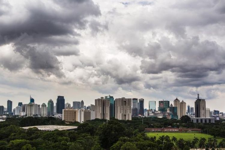 Gedung-gedung properti komersial mengelilingi Kawasan Gelora Bung Karno, Senayan, Jakarta Pusat.