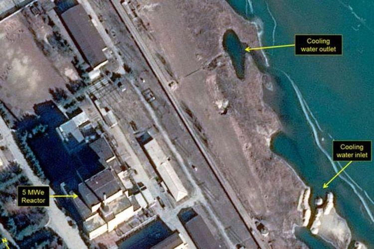 Citra satelit bertanggal 16 Januari 2018 yang memperlihatkan reaktor nuklir di Yongbyon, Korea Utara (via Daily Mirror).