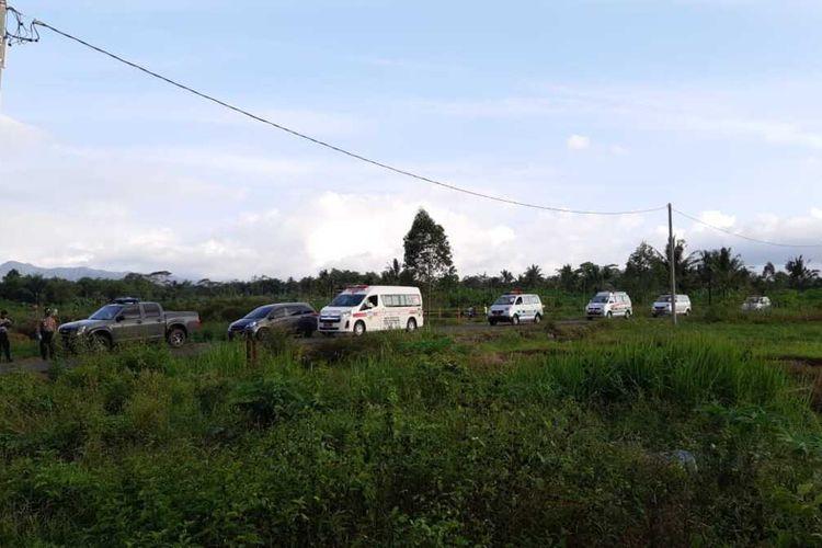 Konvoi ambulans pembawa puluhan Covid-19 dari klaster pesantren Kota Tasikmalaya tiba di ruang isolasi darurat Rusunawa Universitas Negeri Siliwangi (UNS)Tasikmalaya, Kamis (1/10/2020).