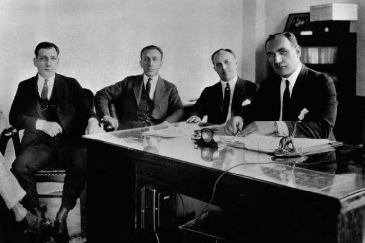 Warner bersaudara. (Dari kanan ke kiri) Albert Warner, Harry M. Warner, Jack L. Warner, dan Sam Warner di American Masters. (IMDB)