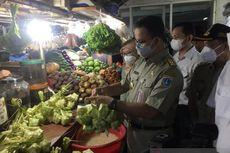 Tinjau Pasar Mayestik, Anies Belanja Telur Asin hingga Kue Lebaran