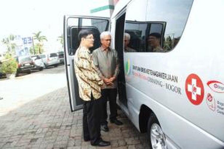 Badan Penyelenggara Jaminan Sosial (BPJS) Ketenagakerjaan menyerahkan bantuan ambulan kepada Rumah Sakit Bina Husada. Hal ini untuk mendukung terciptanya pelayanan prima. K97-14