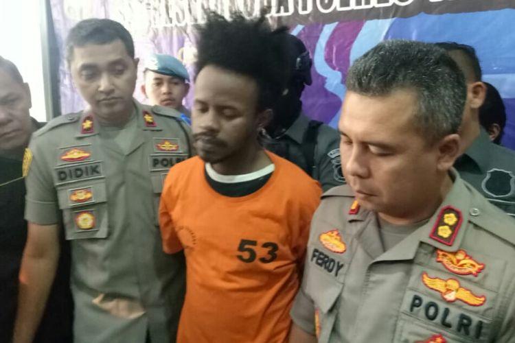 Satnarkoba Polres Tangerang Selatan berhasil menangkap artis Ibnu Rahim atas kepemilikan narkoba jenis ekstasi dan sabu-sabu di jalan Jati Baru, Tanah Abang, Jakarta Pusat, pada Rabu (23/10/2019) malam.