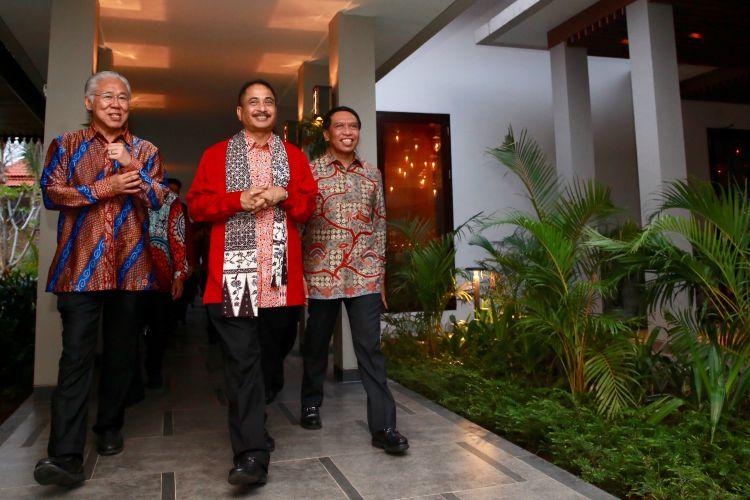 Menteri Pariwisata Arief Yahya dan  Menteri Perdagangan Enggartiasto Lukito saat berkunjung ke Banyuwangi, Jawa Timur, Rabu (21/6/2017).