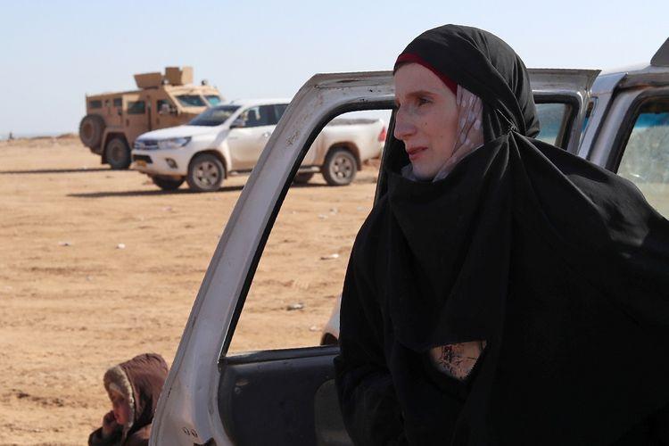 Leonora, remaja berusia 19 tahun asal Jerman ketika berada di pos pemeriksaan milik Pasukan Demokratik Suriah di kawasan Baghouz pada 31 Januari 2019. Leonora mengaku ingin pulang setelah empat tahun bergabung dengan ISIS.