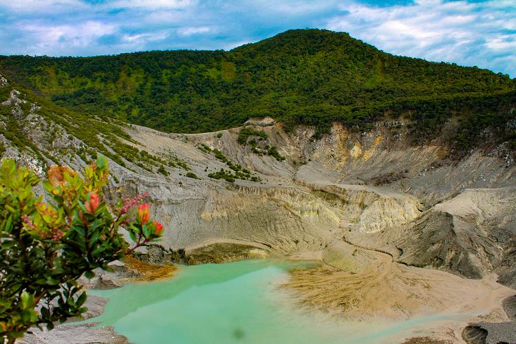 Gunung Tangkuban Perahu, Jawa Barat.
