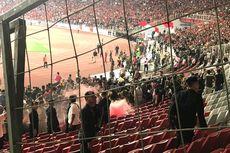 Indonesia Vs Malaysia, Ada Kericuhan dan Flare, Laga Sempat Berhenti