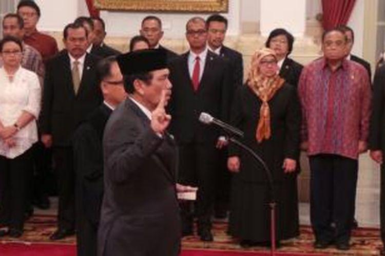 Presiden Joko Widodo melantik Luhut Binsar Panjaitan sebagai Kepala Staf Kepresidenan, Rabu (31/12/2014).