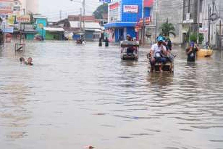 Banjir Dayeuhkolot 2015. Setiap tahun, Dayeuhkolot menjadi salah satu langganan banjir akibat meluapnya Sungai Citarum.
