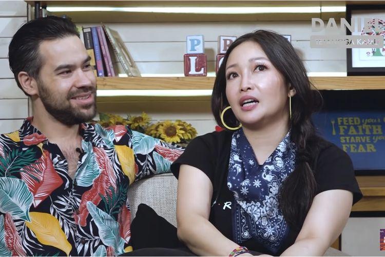 Pasangan Peter Lufting dan Chef Marinka di kanal YouTube Daniel Mananta Network.