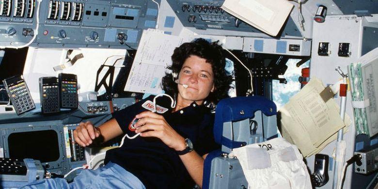 Sally Ride astronot perempuan Amerika pertama yang pergi ke luar angkasa pada tahun 1983