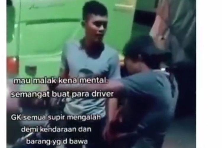 Tangkapan layar video pemalak di Lampung Tengah kalah galak dengan korbannya