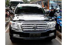 Pengemudi Mobil Mewah Lewat Busway dan Pukul Petugas Transjakarta