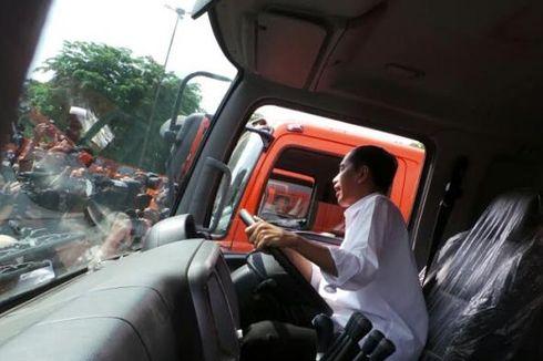 Kendarai Truk Sampah, Jokowi Bikin Kaget