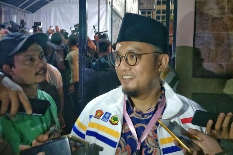 Koordinator juru bicara pasangan calon presiden Prabowo Subianto dan calon wakil presiden Sandiaga Uno, Dahnil Anzar Simanjuntak saat ditemui di kantor KPU, Menteng, Jakarta Pusat, Jumat (21/9/2018) malam.