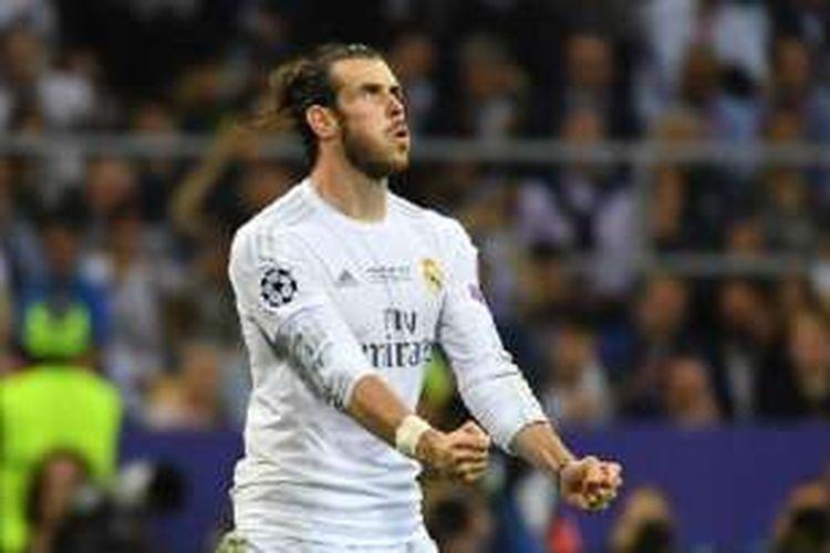 Gareth Bale menunjukkan kelegaan seusai sukses mencetak gol dalam adu penalti pada laga Real Madrid vs Atletico di San Siro, Sabtu (28/5/2016).
