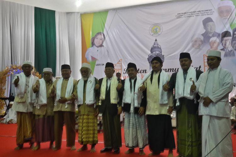 Calon Wakil Presiden Maruf Amin saat menghadiri acara Banten Bermunajat di GOR Maulana Yusuf Kota Serang, Banten Minggu (17/2/2019)