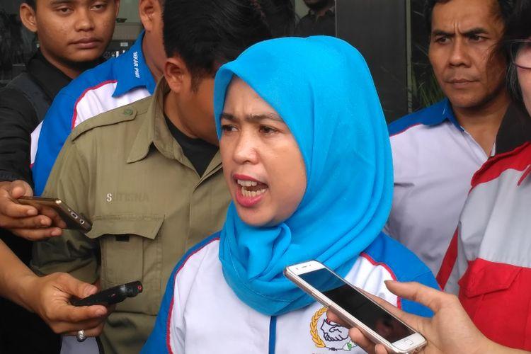 Ketua umum Serikat Karyawan PNRI Anggraini Mutiasari di gedung KPK, Jakarta, Jumat (17/3/2017).