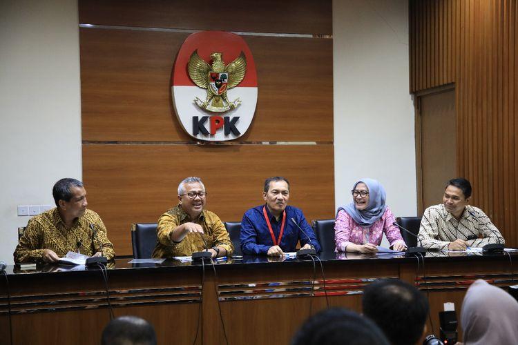 KPK dan KPU dalam konferensi pers pengumuman LHKPN anggota legislatif di Gedung Komisi Pemberantasan Korupsi (KPK), Jakarta, Senin (8/4/2019)