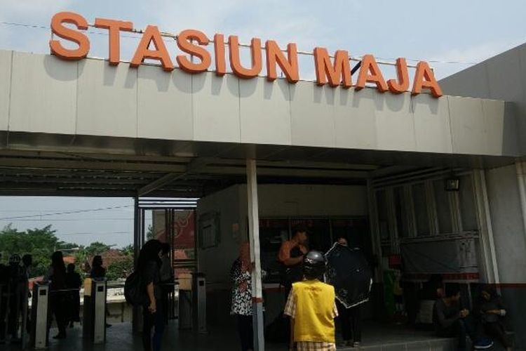 Pintu masuk Stasiun Maja, Lebak, Banten. Foto diambil pada Kamis (7/5/2015).