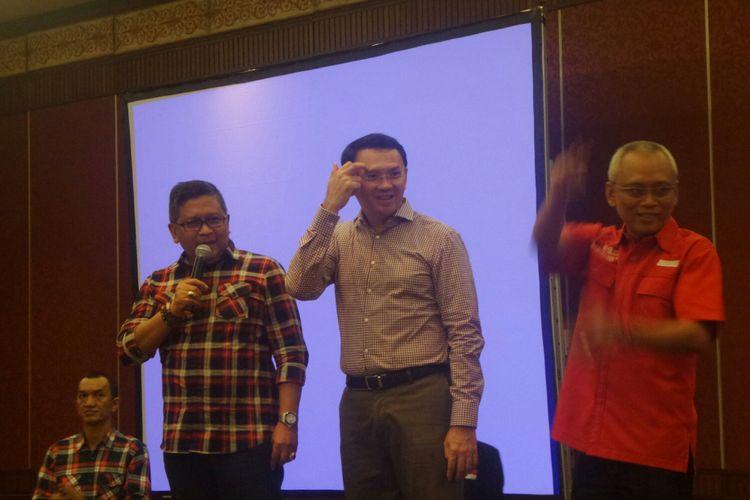 Cagub DKI Jakarta Basuki Tjahaja Purnama, Sekjen PDI-P Hasto Kristiyanto, dan anggota DPR RI Arif Wibowo saat pengarahan saksi PDI-P di JIEXPO Kemayoran, Minggu (9/4/2017).