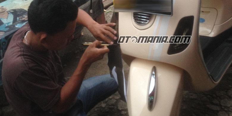 Stiker Smoke di lampu sepeda motor