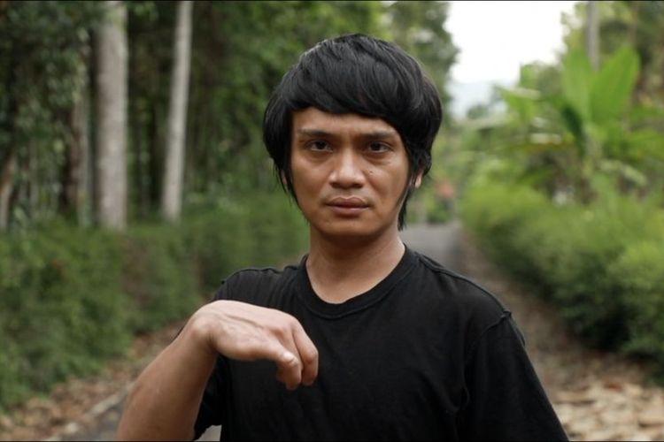 Rianto kemudian melanjutkan kuliah di Institut Seni Indonesia (ISI) Surakarta meskipun orang tuanya tak sanggup memberi biaya. Dia dibantu guru SMK-nya yang yakin bahwa bakat menari Rianto bisa membuatnya membayar sendiri kuliahnya kelak.