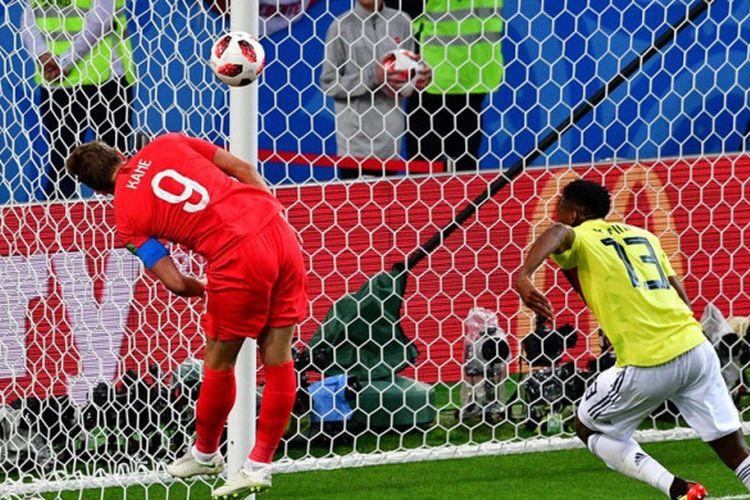Aksi Harry Kane saat mendapat peluang di depan gawang Kolombia pada laga babak 16 besar Piala Dunia 2018 di Otkrytiye Arena, Selasa (3/7/2018) waktu setempat.