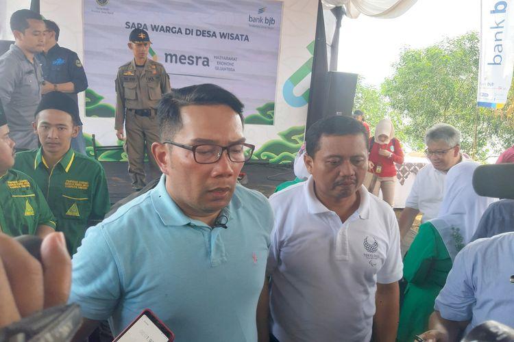 Gubernur Jawa Barat Ridwan Kamil di pesisir Waduk Jatigede, Kampung Buricak Burinong, Sumedang, Jawa Barat, Sabtu (15/2/2020) siang. AAM AMINULLAH/KOMPAS.com