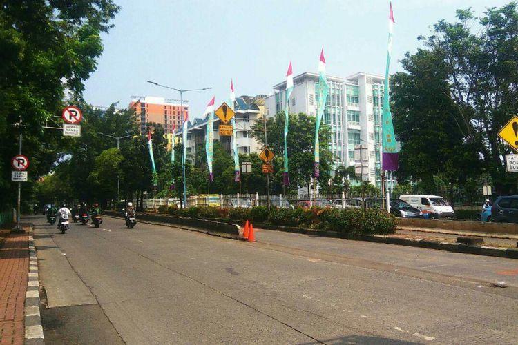Jalan Warung Buncit Raya depan Pejaten Village